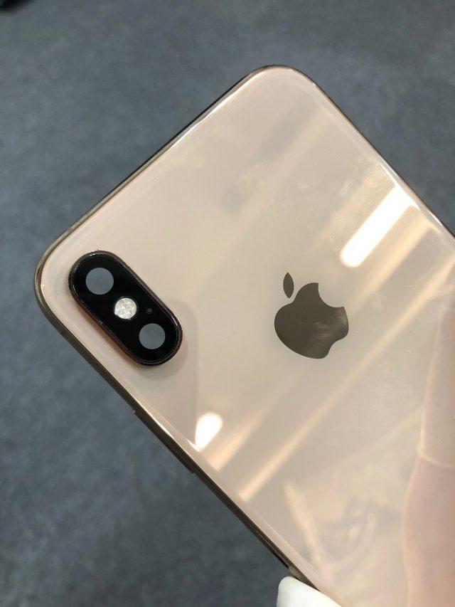カメラレンズ交換後のiPhoneXSです。