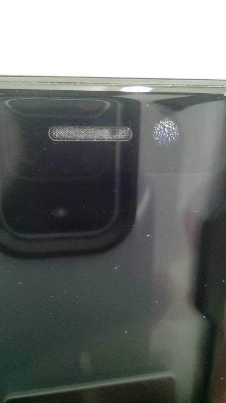 水没による影響で内側のカメラに水滴が付き曇ってしまったiPhone11画像