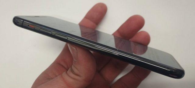バッテリー交換修理で画面がしっかりはまったiPhoneX画像