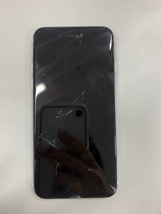 修理前のiPhoneSE2