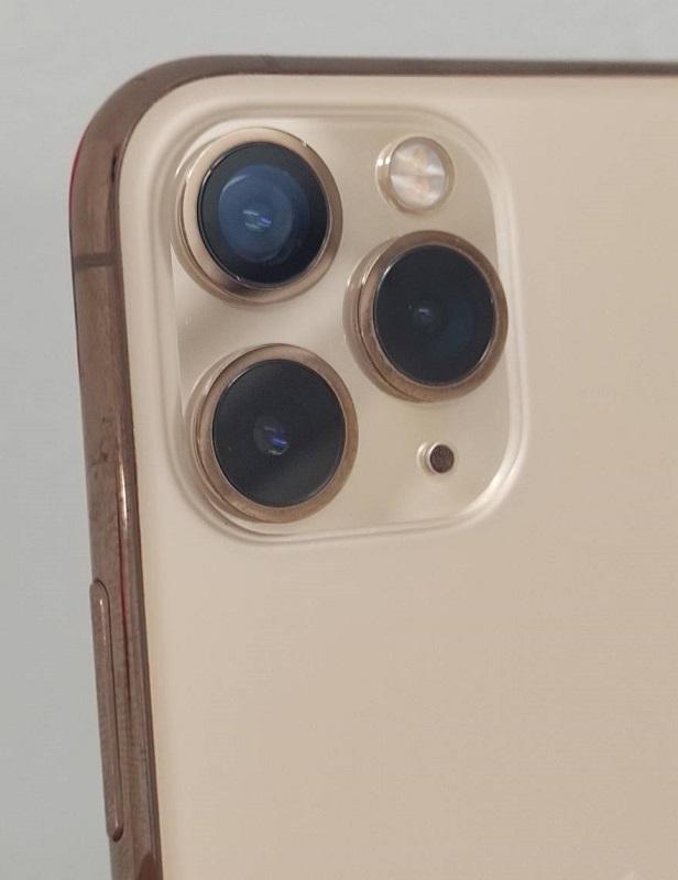 修理して綺麗なカメラガラスが付いたiPhone11Pro画像