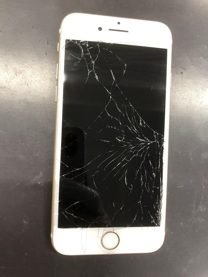 ガラスがバキバキのiPhone7Plusもスマップル広島店が即日修理(^_-)!!