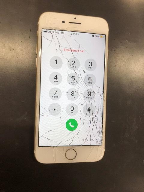 ガラス全体がバキバキのiPhoneも即日修理でご対応!