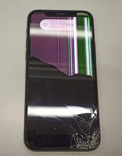 画面も割れ下半分は黒く映らなくなってしまったiPhone11Pro画像