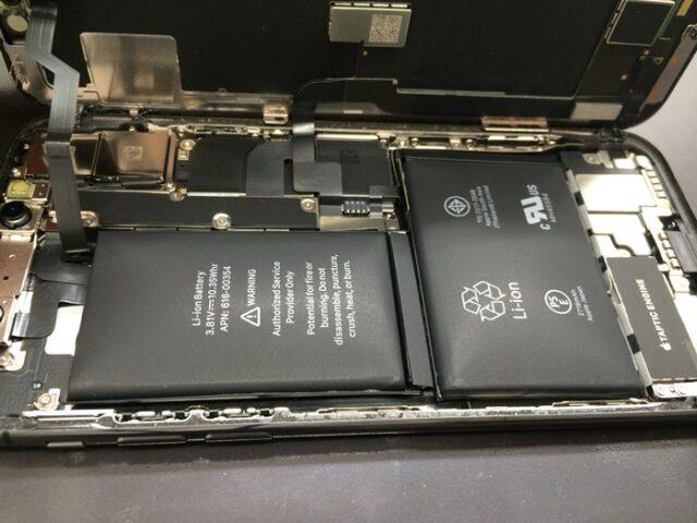 iPhoneX画面を開けてみるとバッテリーはパンパンに膨張