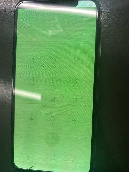 画面表示不良、落としたら画面が緑に!?